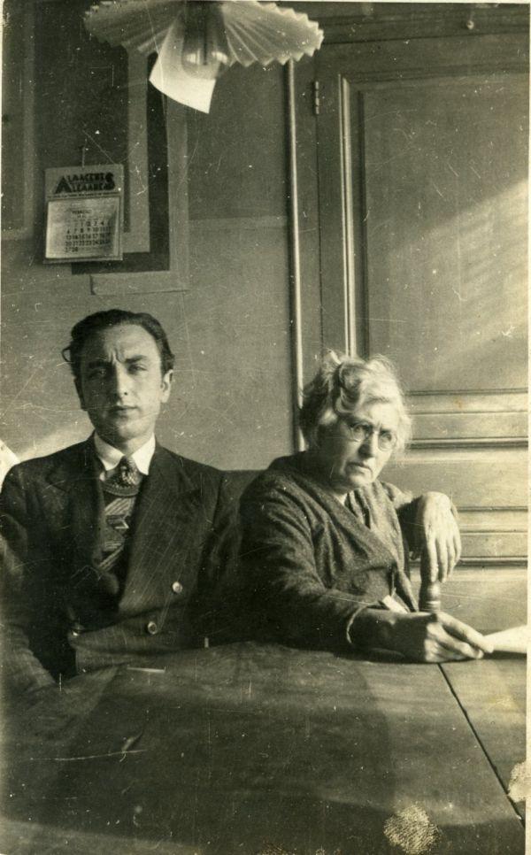 Agustí Bartra i la seva mare (1932) C. 40-1 núm. 47 (AMT 75767)